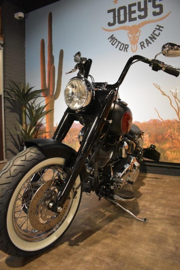 Harley-Davidson-Softail-bobber-Heritage-Apeldoorn